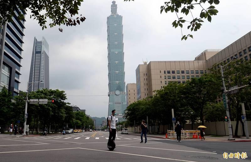 平常熱鬧的台北市東區,受疫情影響,街道冷清許多。(資料照)