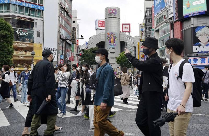 日本防疫專家小組指出,目前確診人數並未明顯轉少,呼籲民眾要小心疫情再度擴大。(歐新社)