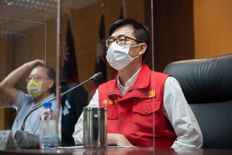 高雄市長陳其邁宣佈,高雄餐飲業22日起,全面禁止內用。(記者葛祐豪翻攝)