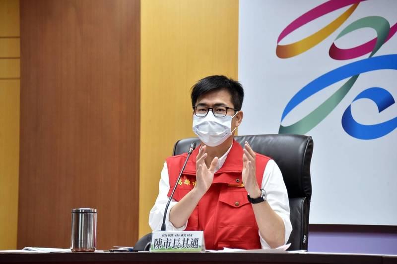 陳其邁宣布,串門子海鮮串燒共匡列393人,有8人採檢陽性。(高雄市政府提供)