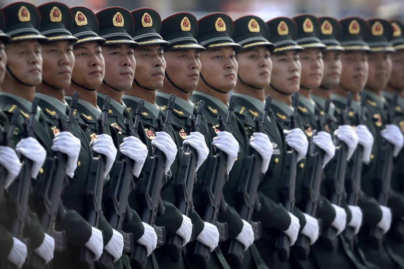 日本前陸將渡部悅和表示,「台灣有事」(有緊急狀況)是一種「混合戰」,可稱「全領域戰」,他認為中國已對台灣發動這種戰爭,他設想了8種劇本。(美聯社)