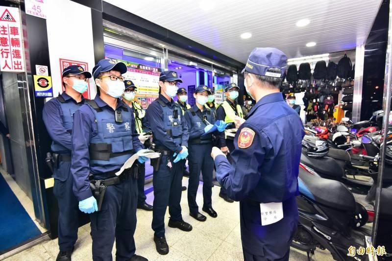 台灣人權促進會指出,基層警察接獲更多抗疫工作要求,警政署不斷擴張的作為不但未能珍惜珍貴的警察人力,也未能以科學與法治為本,因此呼籲,警政署立刻宣布「四停止」,勿讓員警成烈士、小丑。(資料照)
