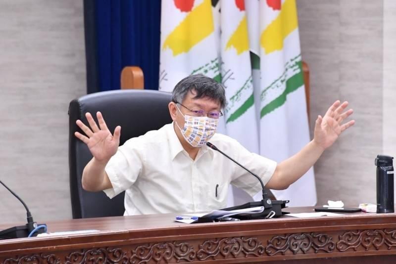台北市政府今早舉行防疫會議,市長柯文哲指示,台北市衛生局盤點北市急救責任醫院資源,公布12行政區可做快篩的地點。(台北市政府提供)