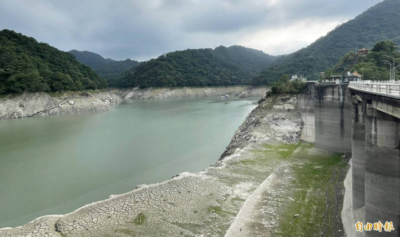 台灣今年發生嚴重旱象,多地水庫瀕臨枯涸。圖為大壩乾旱景象。(資料照,記者李容萍攝)