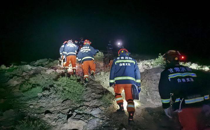 甘肅馬拉松遭遇氣溫驟降、冰雹導致16人遇難,救難單位仍在搜尋失聯的5名參賽者。(圖擷取自微博)