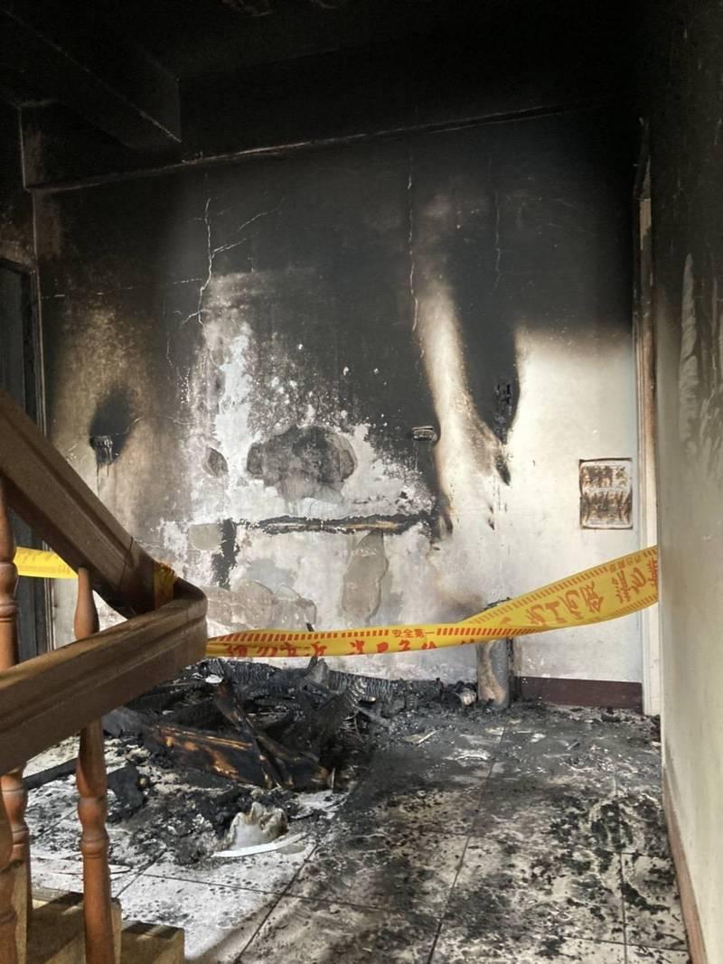 台中市大雅區一處透天的外籍移工宿舍,今天中午發生火災,幸無人傷亡。(記者歐素美翻攝)