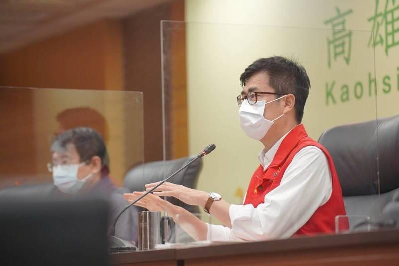 高雄市長陳其邁今宣布3大類對象,包括雙北旅遊史者、串門子燒烤相關人員及5月15日後曾到漢神巨蛋8樓山頂鳥專櫃活動者,都可安排到23家醫院快篩採檢。(市府提供)