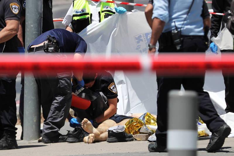 以色列警方在现场进行善后工作。(路透)(photo:LTN)