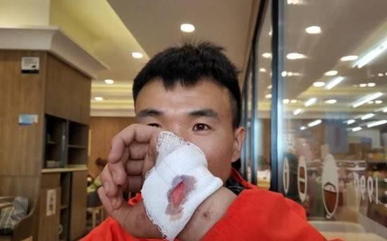 中國甘肅越野超馬21死,參賽者中前6名唯一倖存者梁小濤,在獲救後竟遭中國網友言論攻擊,必須要接受心理治療。(圖擷自微博)
