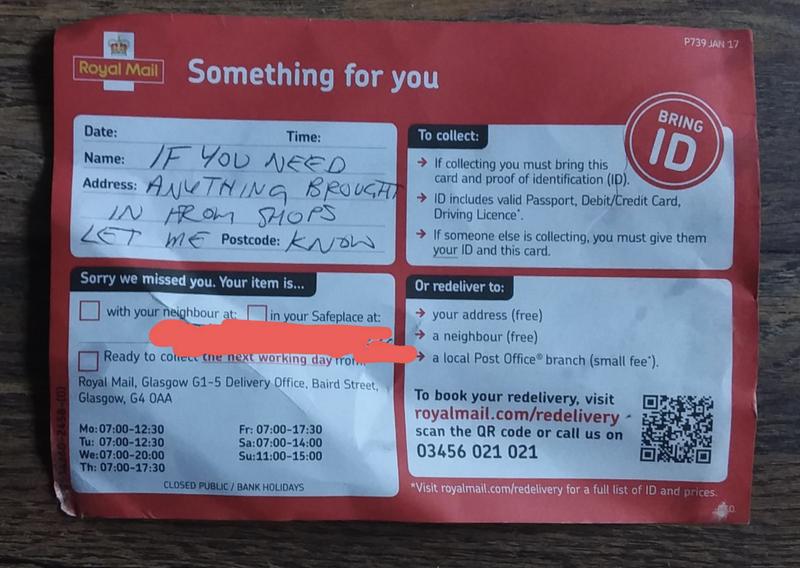 網友在網路上發文分享郵差所寫下的暖心紙條。(圖擷取自Raddit)