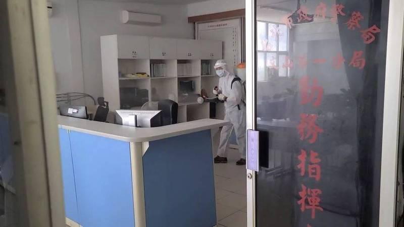 文山一分局進行大規模清消並啟動異地辦公,仍爆第4例陽性確診。(記者姚岳宏翻攝)