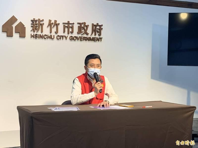 新竹市長林智堅今天指示將推出三億元的防疫安心貸,並會在有線頻道進行遠距教學播放。(記者洪美秀攝)