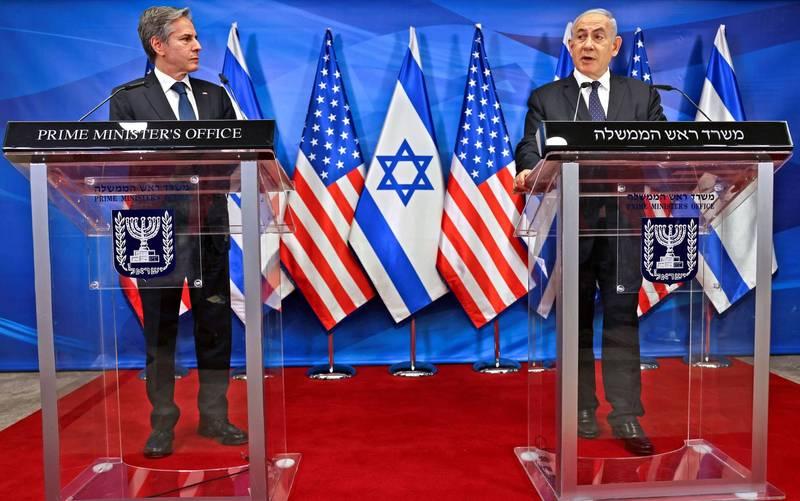 美國國務卿布林肯(圖左)到訪以色列,並表態美國將協助重建受到重創的加薩走廊。以色列總理尼坦雅胡(圖右)則再度開嗆,若哈瑪斯違反停火協議將強勢反擊。(路透)