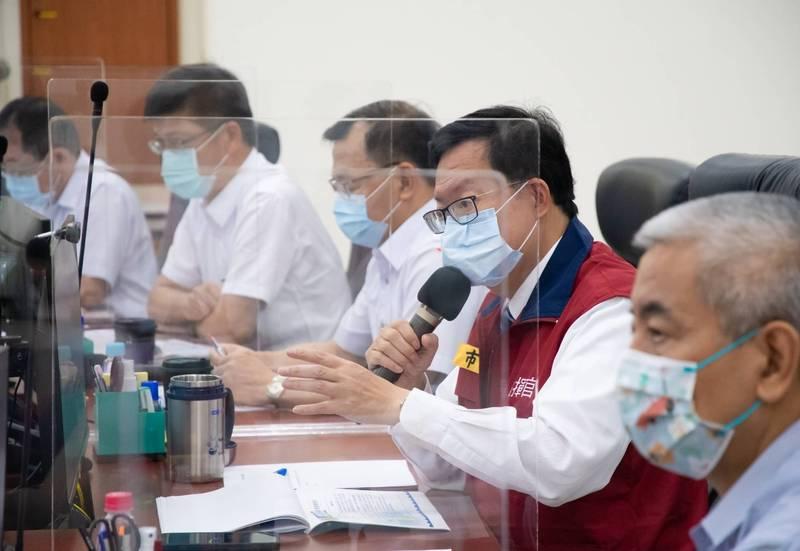 桃園市長鄭文燦(右2)主持抗旱會議。(桃園市政府提供)