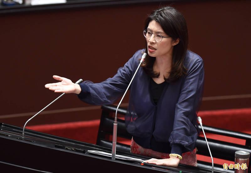 針對「萬華高風險族群」進行健保卡註記,立法院國民黨團書記長鄭麗文質疑相關法源依據,痛批侵害人權。(資料照)