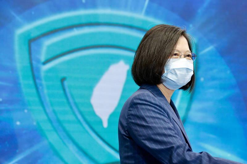 許多獲得藍勾勾認證的美國各界名人紛紛推文響應「#TaiwanIsACountry」。圖為台灣總統蔡英文。(歐新社)