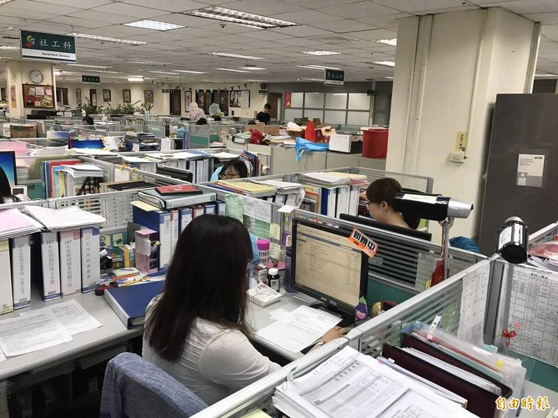 人夫表示,希望政府立法可以帶孩子到公司上班,引起許多網友議論。上班示意圖,圖與新聞事件無關。(資料照)