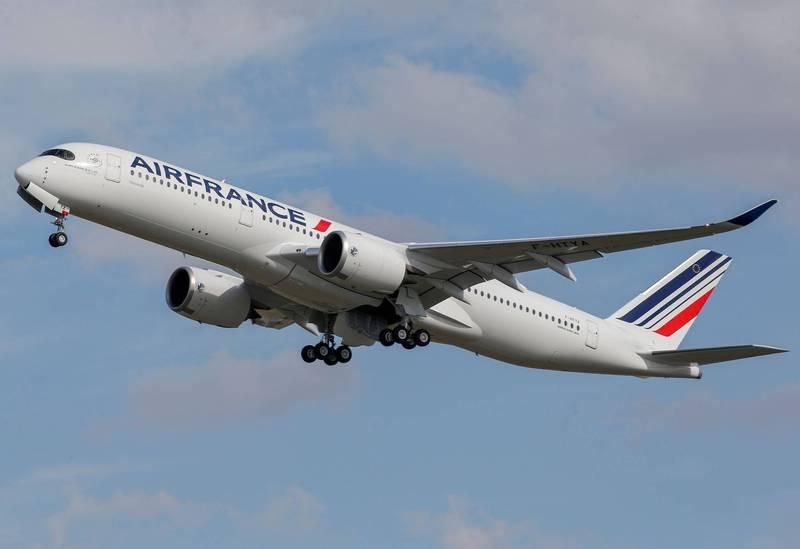 俄罗斯拒绝批准避开白罗斯领空的新航线,迫使欧洲2家航空公司取消飞往莫斯科的航班,包括法国航空週三从巴黎飞往莫斯科的航班。(路透)(photo:LTN)