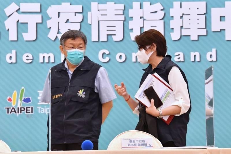 對於顏若芳疫苗「來太多很難一次消化完」的發言,柯文哲(左)痛批:「嘖,講這種話實在是增加全台灣人民的憤怒。」(台北市政府提供)