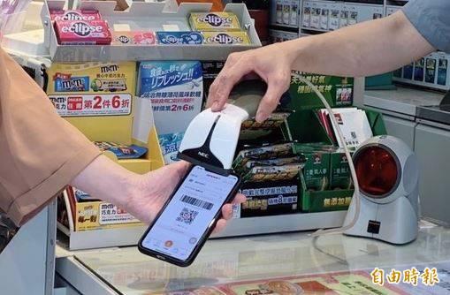 網友說,在便利商店結帳時,店員「有肺炎嗎」,他回嗆後才驚覺自己把「有會員嗎」聽錯了。示意圖。(資料照)
