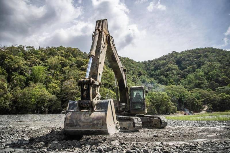 陸軍52工兵群今起開始執行日月潭清淤復育任務。(軍聞社提供)