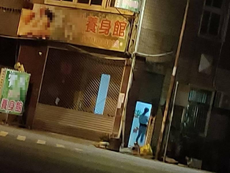 南投竹山查獲有養生館在疫情期間仍偷營業,透過男客到養生館接小姐,再一起到汽車旅館交易。(記者劉濱銓翻攝)