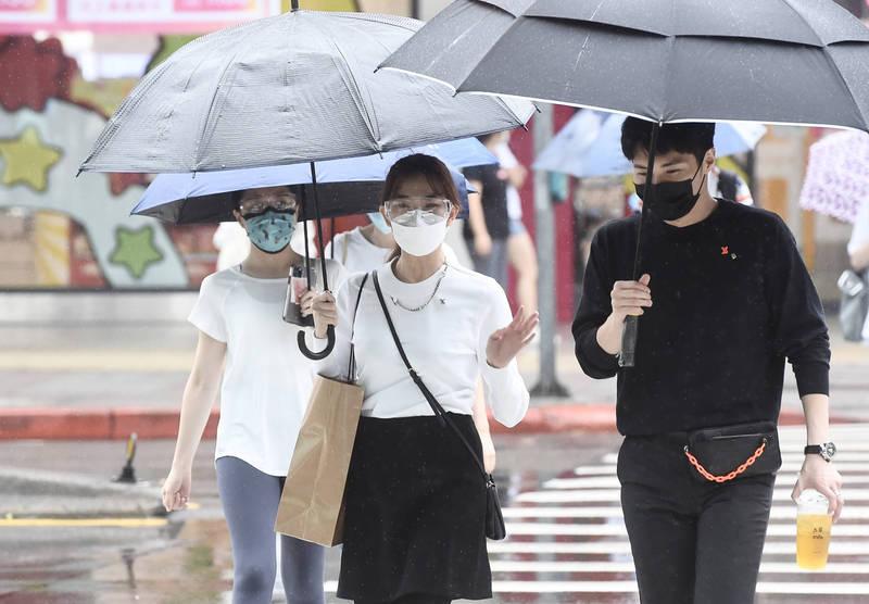 台灣遭逢罕見旱象,多地出現缺水情況。而民眾引頸期待已久的梅雨滯留鋒面,終於在今日開始影響台灣。(資料照)