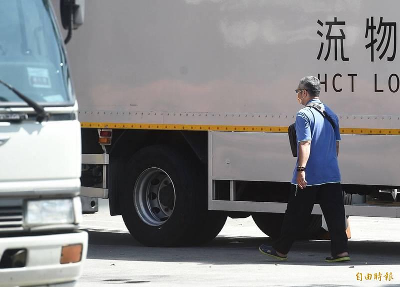 物流司機透過進貨流程解釋缺貨的原因,要大家不需要去特別搶物資來囤積。示意圖,圖中人物與新聞無關。(資料照)