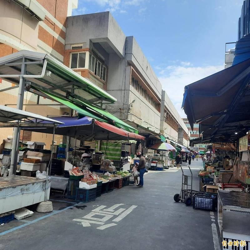 平日車水馬龍的北辰市場,因澎湖零確診破功出現空城。(記者劉禹慶攝)