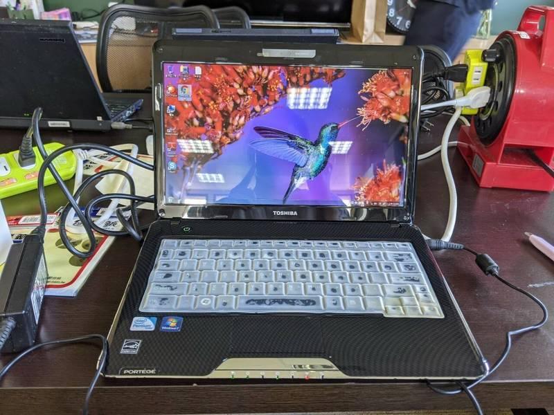 教育部宜花數位機會中心doc募集到民眾寄來的二手筆電,經過測試沒問題,透過花蓮縣教育處配發到申請的弱勢學生的手上。(教育部宜花數位機會中心提供)