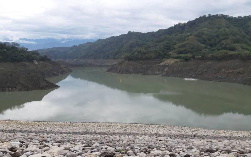 鯉魚潭水庫連續幾天下雨,水庫持續進水,今天下午5點水位達257.4米,3天已回升11.8米。(記者陳建志翻攝)