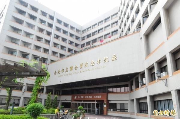 台北市立聯合醫院忠孝院區醫師陳昶宇表示,有死者家屬目前還查不到確診案號。(資料照)