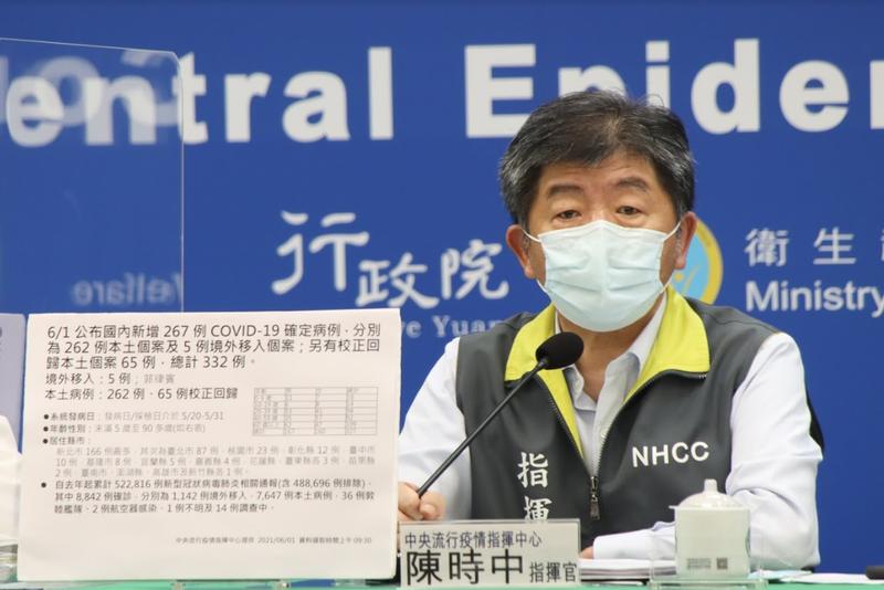 我國規定不可進口中國製造的疫苗,但張亞中要捐贈的500萬劑疫苗為中國國藥疫苗,陳時中說明,不管是購買或捐贈,對於疫苗製造產地都有所限制,若製造地在中國,恐怕沒有辦法。(指揮中心提供)