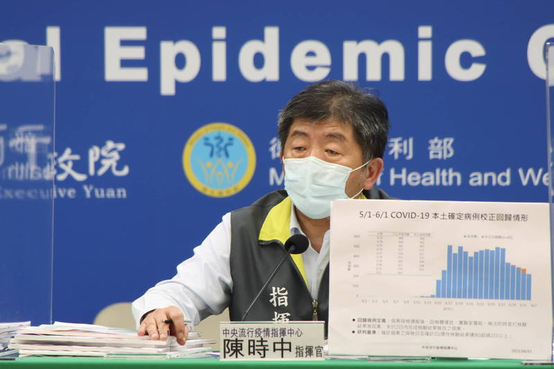 中央流行疫情指揮中心指揮官陳時中表示,預計6月底前,會再收到200萬劑的疫苗,明天將會對外公布大規模施打計畫。(指揮中心提供)