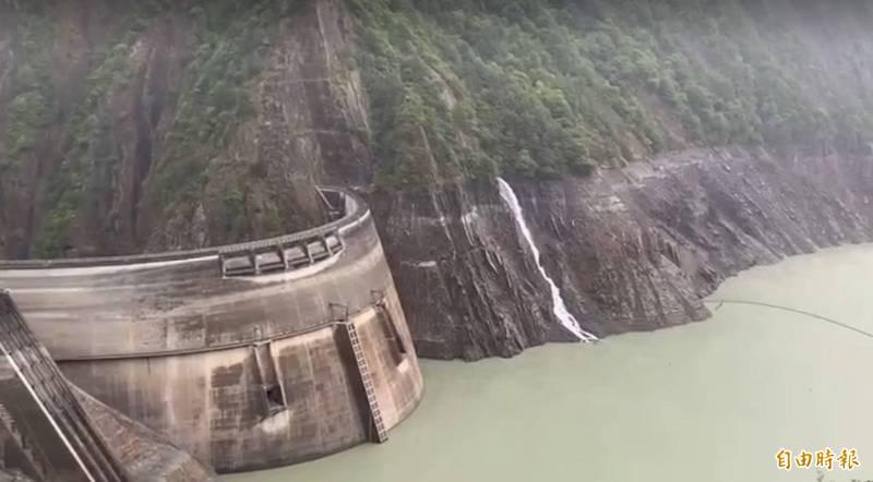 梅雨帶來豐沛雨量,德基水庫水位再上升4公尺餘,達1329.65公尺。(資料照)