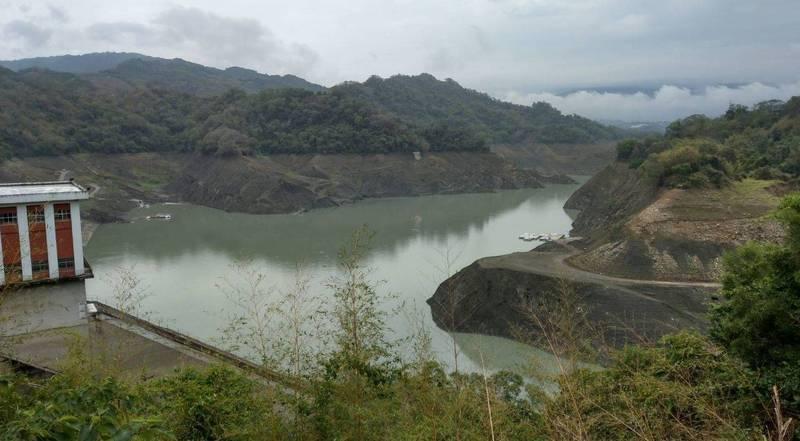 苗栗縣近幾天連續降雨,水庫有機會再度進補,讓鯉魚潭水庫水位回升至10%。(資料照,記者翻攝)