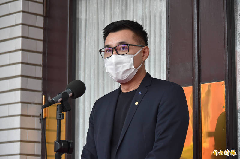 國民黨主席江啟臣表示,經濟部應該凍漲電費,尤其現在大家防疫都宅在家裡,政府應該停漲電費,並延後貸款。(資料照)