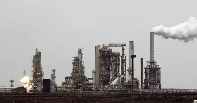 歐盟2023年將開始徵收碳關稅,綠色和平指出,台灣尚未實行碳定價,恐與碳關稅豁免無緣。(資料照,彭博)