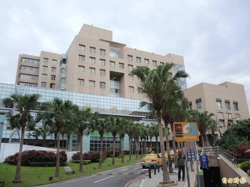 武漢肺炎(新型冠狀病毒病,COVID-19)疫情緊張,雙和醫院卻有3名護理師遭確診病患持刀攻擊致傷。(資料照)