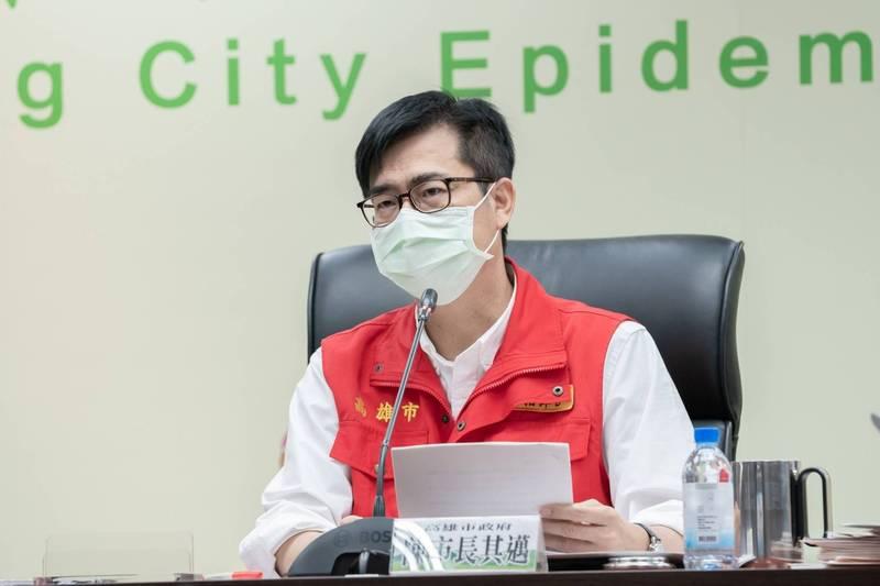 高雄市長陳其邁強調高雄社區很安全,即使快篩檢出陽性反應,但99%都是偽陽性。(高市府提供)