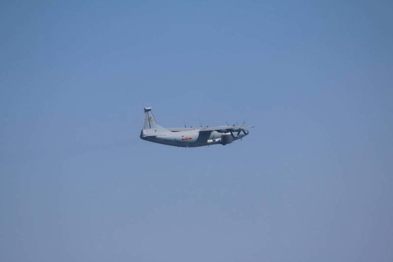 國防部公布本日侵擾我西南空域的運8遠干機同型機照片。(國防部提供)