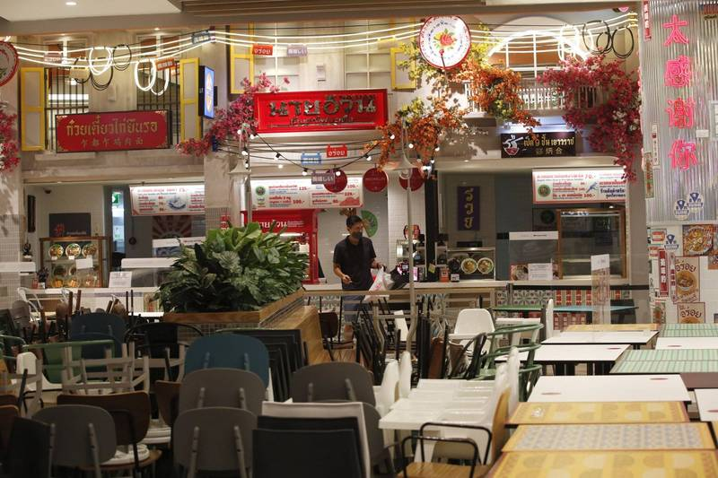 因疫情泰國政府對餐廳設下營業限制,使許多店家經營不善倒閉。(歐新社)