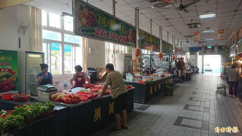 台南市府今天再加碼宣布,公有市場攤商規費免收3個月。(記者洪瑞琴攝)