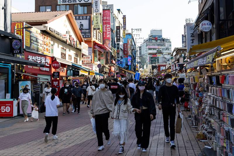 截至最新統計,韓國已有約708萬國民打完首劑疫苗。圖為首爾街景。(彭博社資料照)