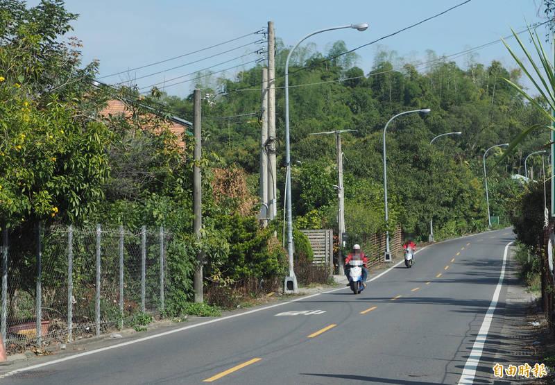 最近已有不少民眾在草屯鎮富林路被拍到超速,該路會有交通隊以不固定測速照相設備拍超速,速限才40公里,一不注意就會超速。(記者陳鳳麗攝)