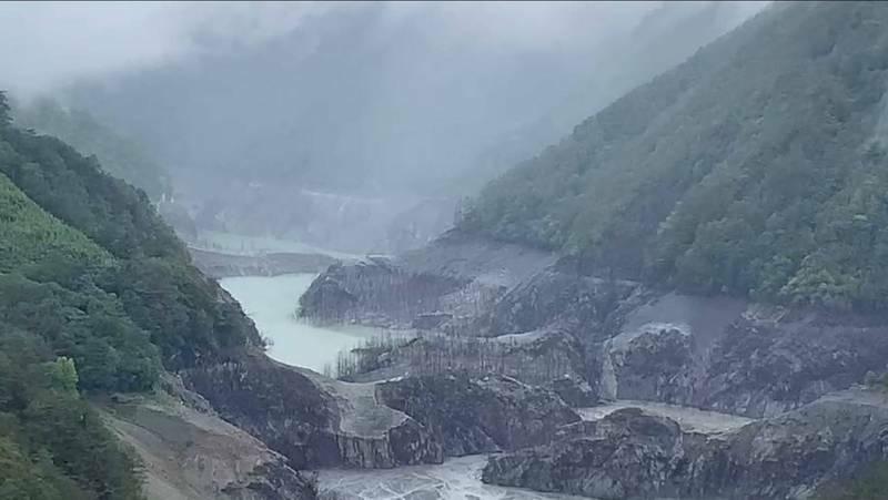 德基水庫5日水位來到1335.28公尺。(記者張軒哲翻攝)