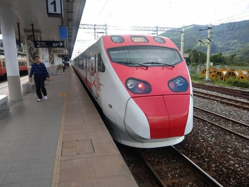 雙鐵端午連假降載,台鐵已先停售座位利用率超過20%車次。(記者鄭瑋奇攝)