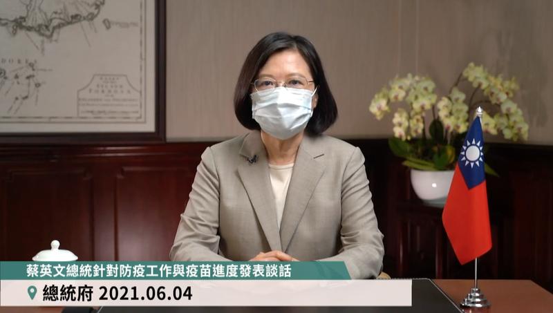 日本捐贈給台灣的124萬劑AZ疫苗已順利抵達,總統蔡英文(見圖)4日下午表示,接下來我們會與持續相關的國家溝通,希望能確保更多疫苗的穩定供給。(圖擷自臉書)