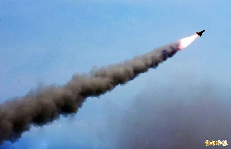 筆名「翁達瑞」的美國大學教授在臉書發表「國防部刁難我捐飛彈」一文,諷刺鴻海創辦人郭台銘。國軍飛彈示意圖。(資料照)