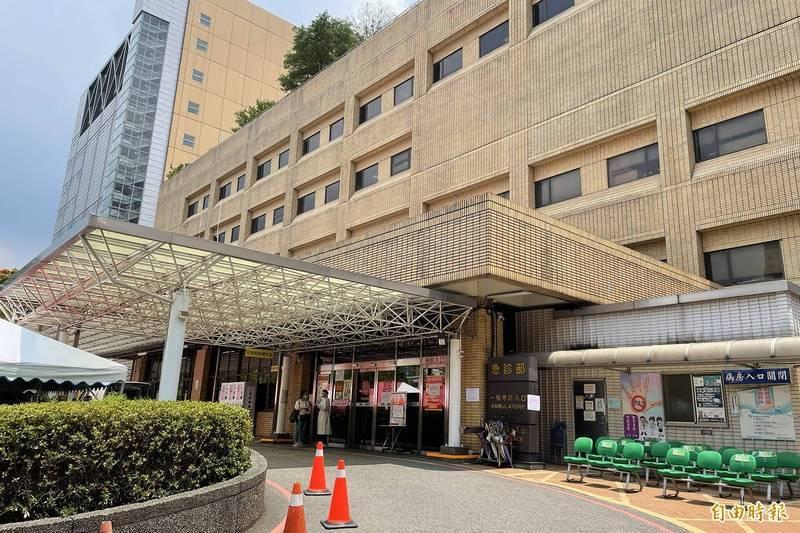台大醫院60歲王姓駐衛警,昨(4)日在醫院上班時意外猝死,直到今日清晨才被發現倒臥廁所內。警方初步排除染疫,懷疑是心臟病猝死,將進一步釐清死因。(資料照)